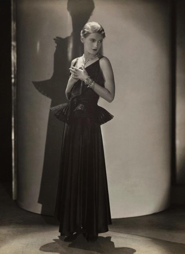 Lee-Miller-by-George-Hoyningen-Huene-for-Vogue-May-1931